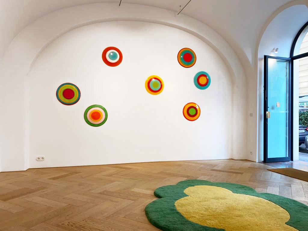 Ausstellung DOT Der Künstlerin Uta Weber In Der Galerie SMOLKA Contemporary In Wien